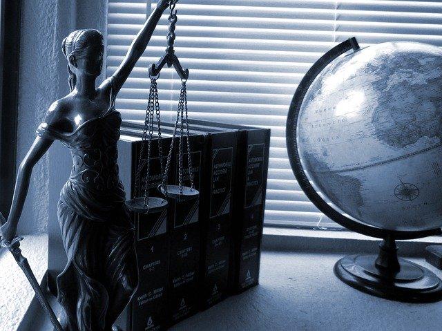 Právo a spravedlnost