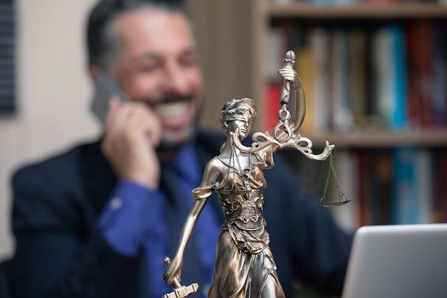Rozdíl mezi advokátem a právníkem